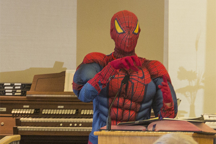 Spiderman in pulpit 700x500